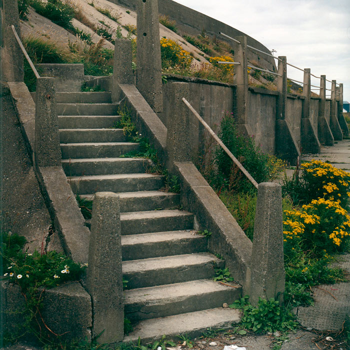 béton, concrete / vers Derry
